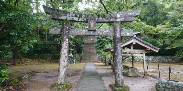 雨の日の雷神社