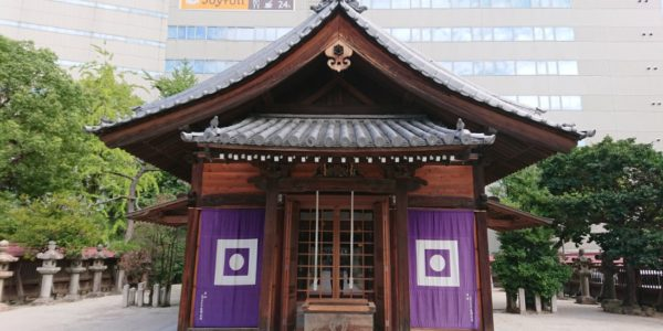 神社と都会の融合